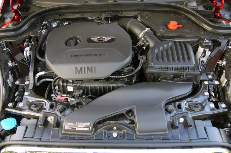 Ward's 10 Best - MINI Cooper Engine